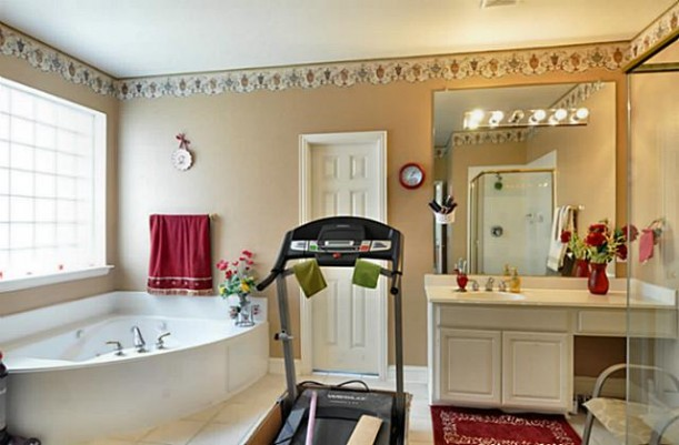treadmill in bathroom - bad real estate photo