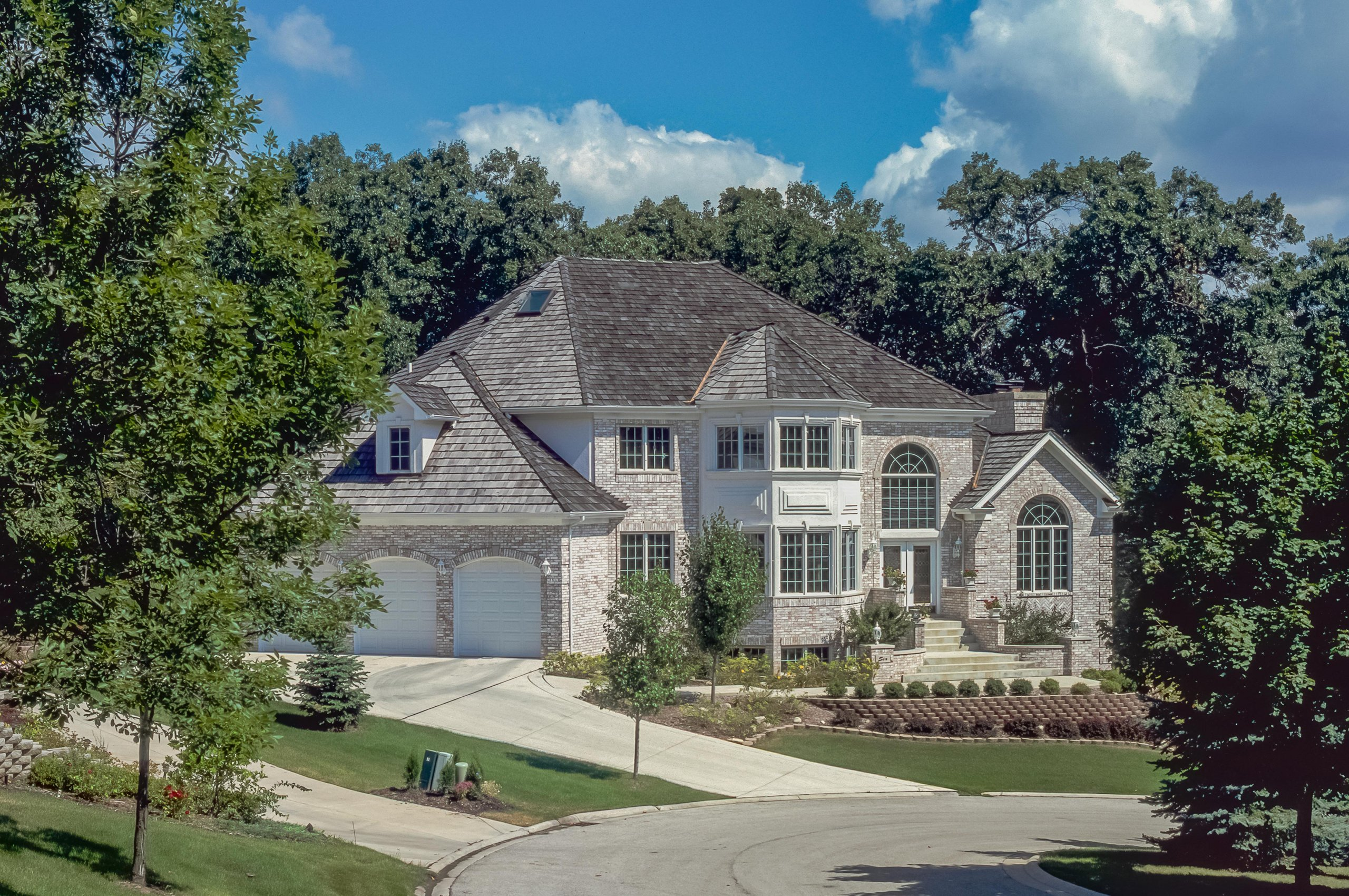 Beautiful white brick 2 story home in Bolingbrook, Illinois.
