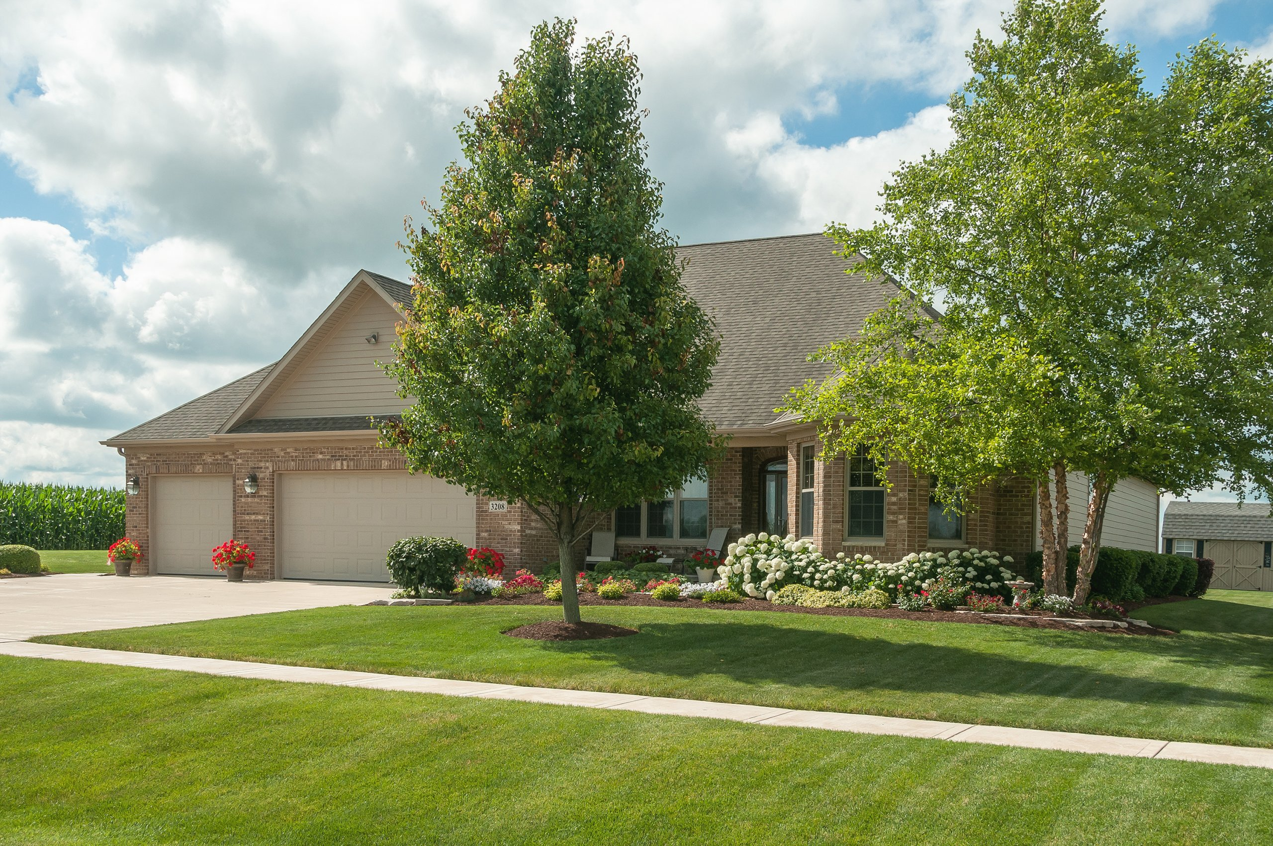 Exterior photography of Dutch Bluff Acres home in Sandwich, IL