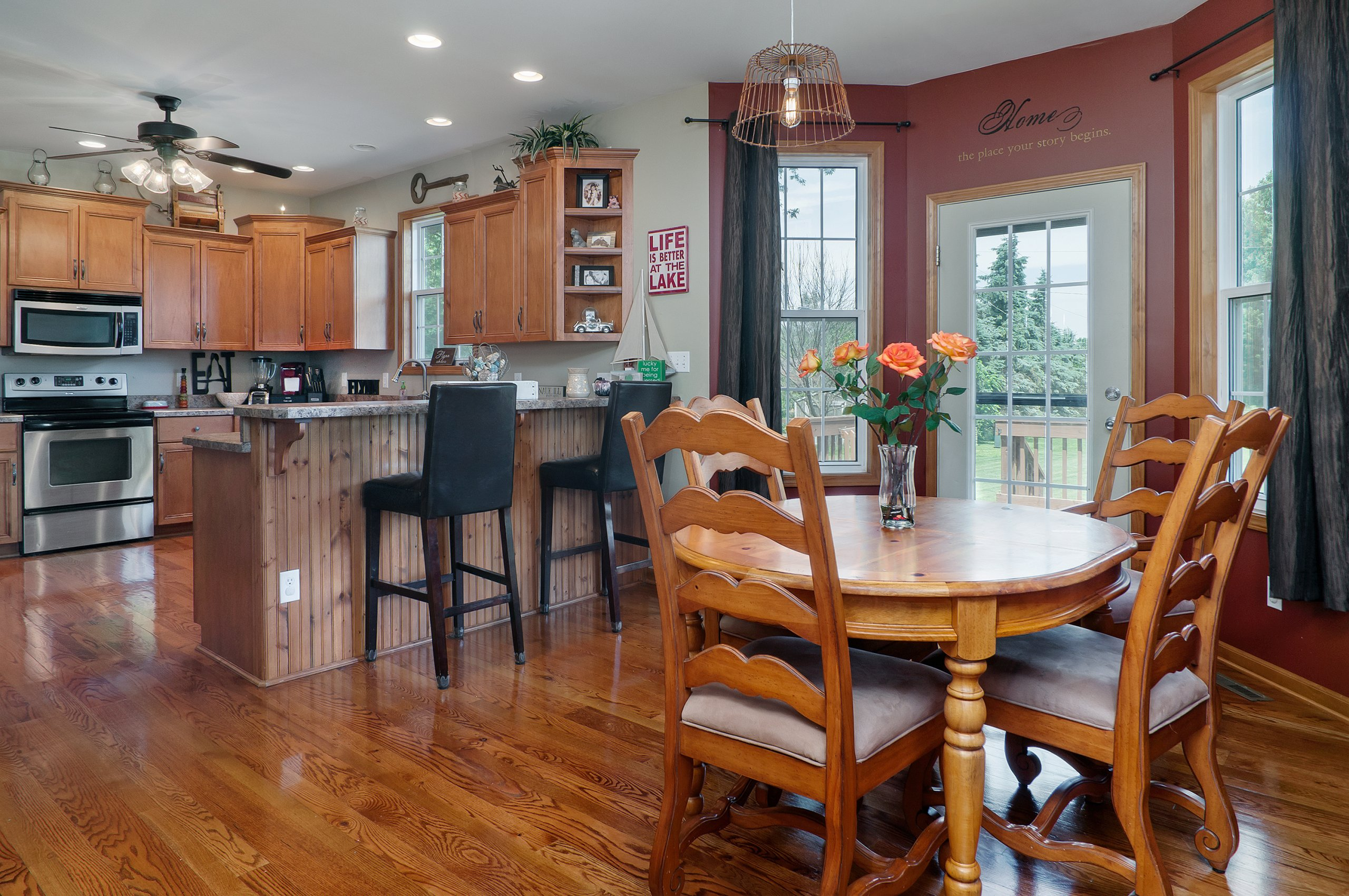 Spacious kitchen and dinette interior photography of Lake Holiday, IL home.
