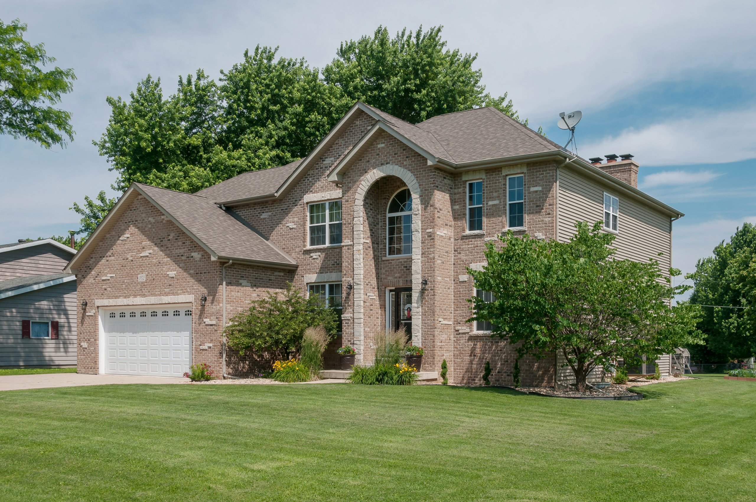 Exterior photography of Lake Holiday, Illinois 2 story all brick home