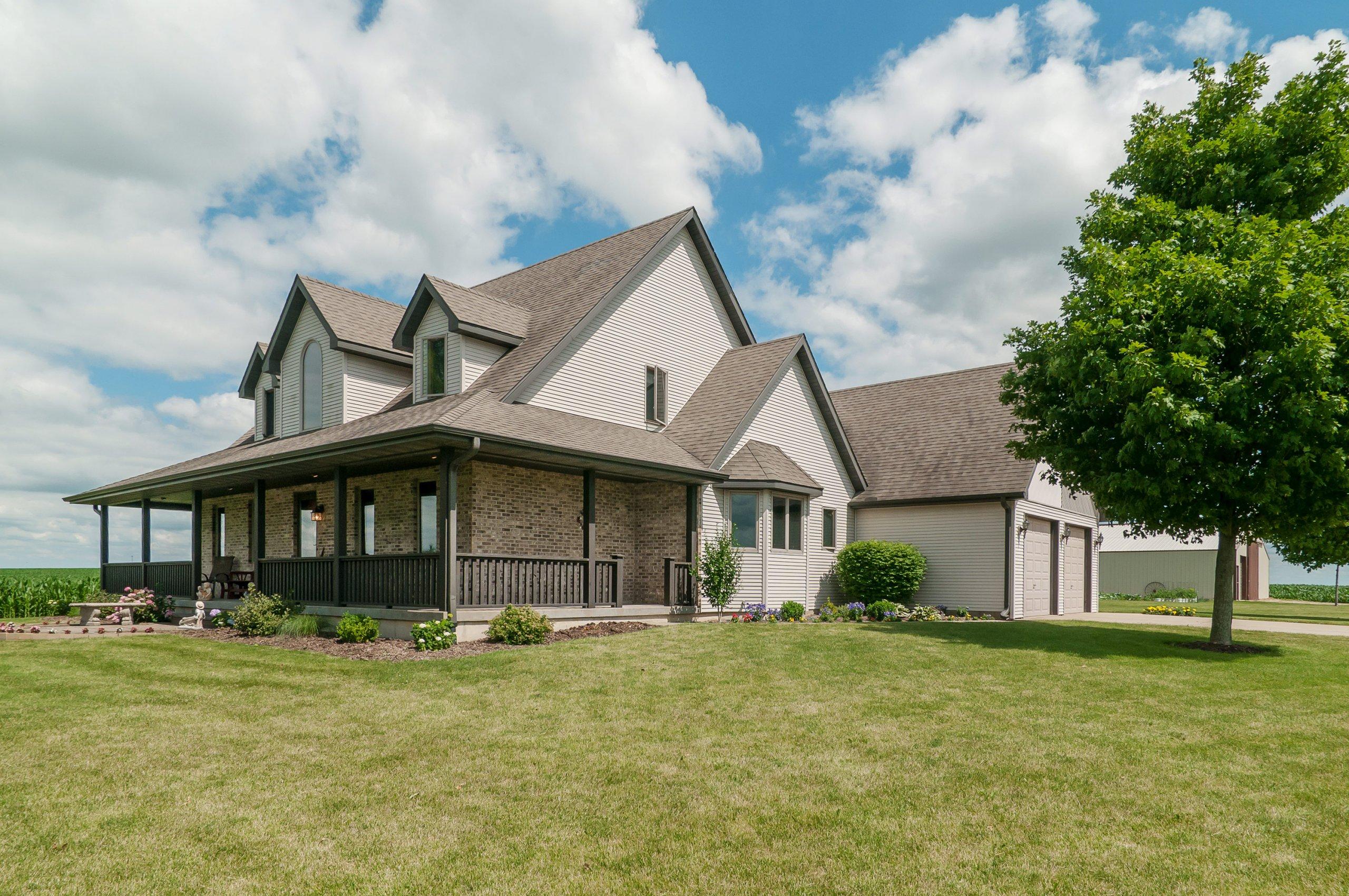 Elegant modern farmhouse in Marseilles, Illinois