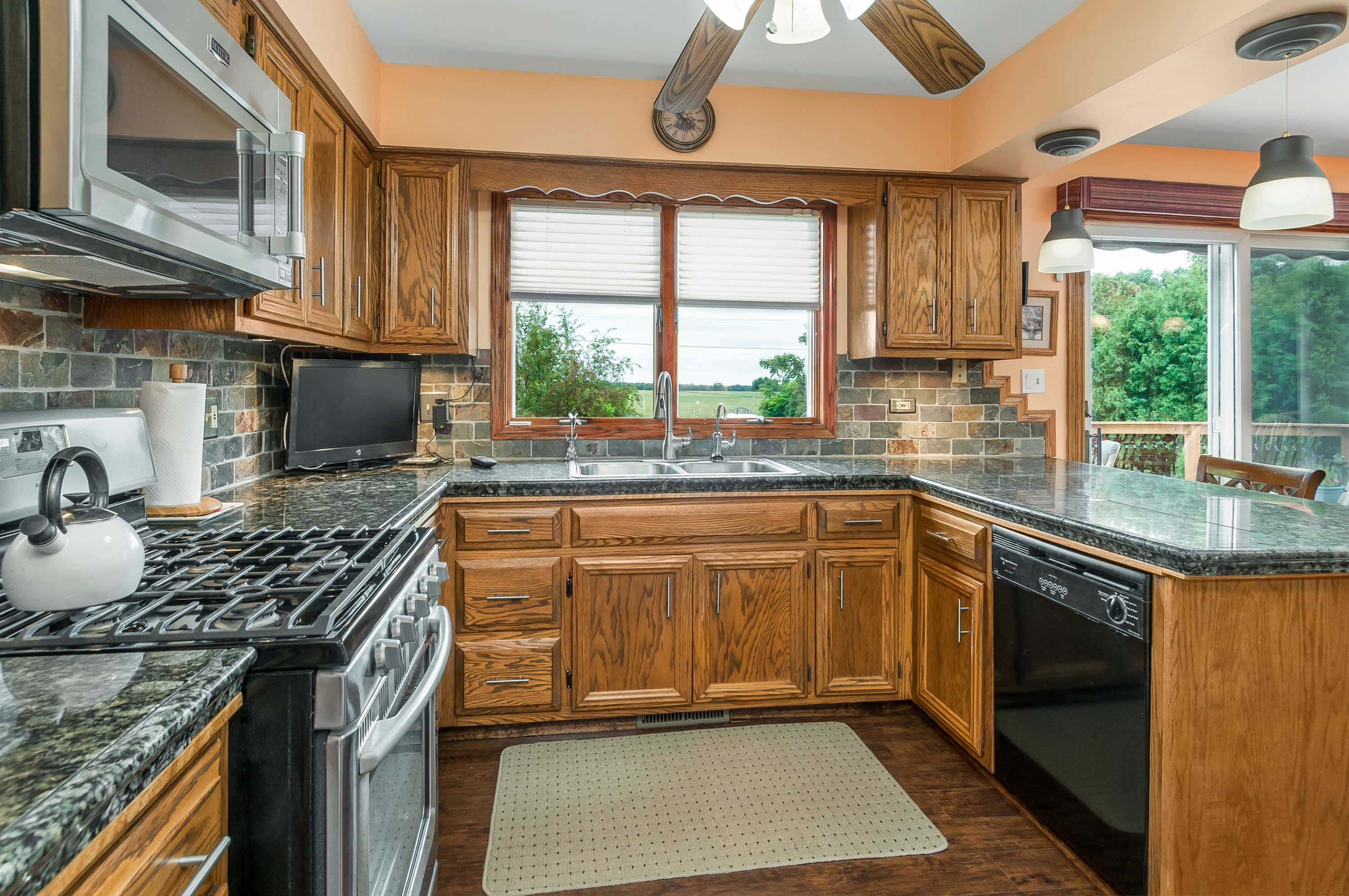 Beautiful Lake Holiday, IL oak kitchen at 952 Holiday Dr., Sandwich, Illinois