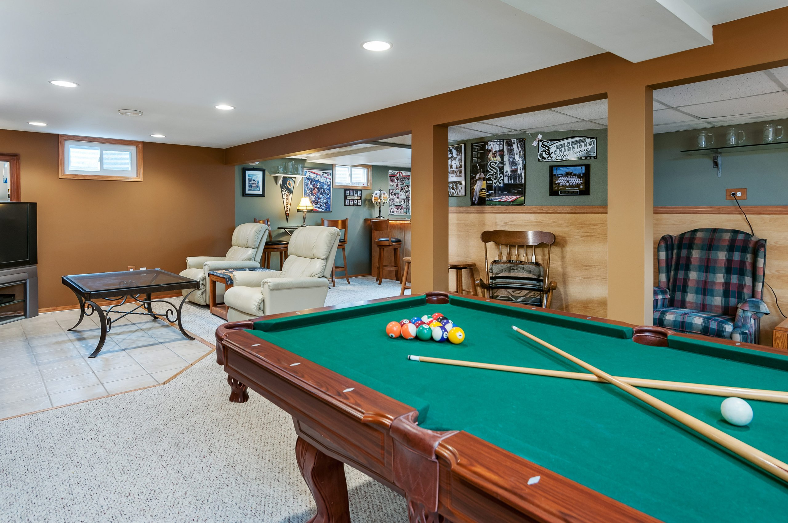 Mancave at 16 Shore Ct., Oswego, Illinois