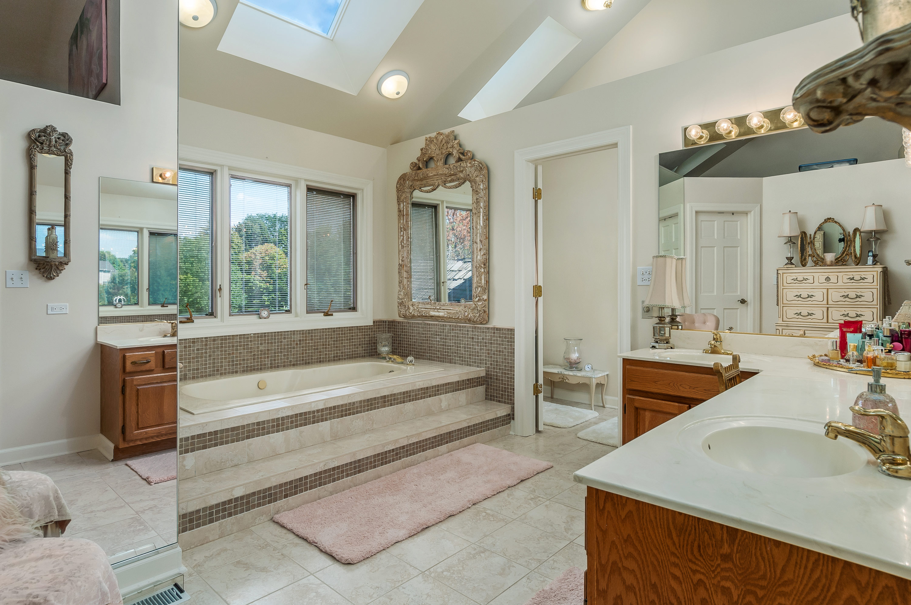 Master bathroom at 6N025 Westwood Ln., St. Charles, Illinois
