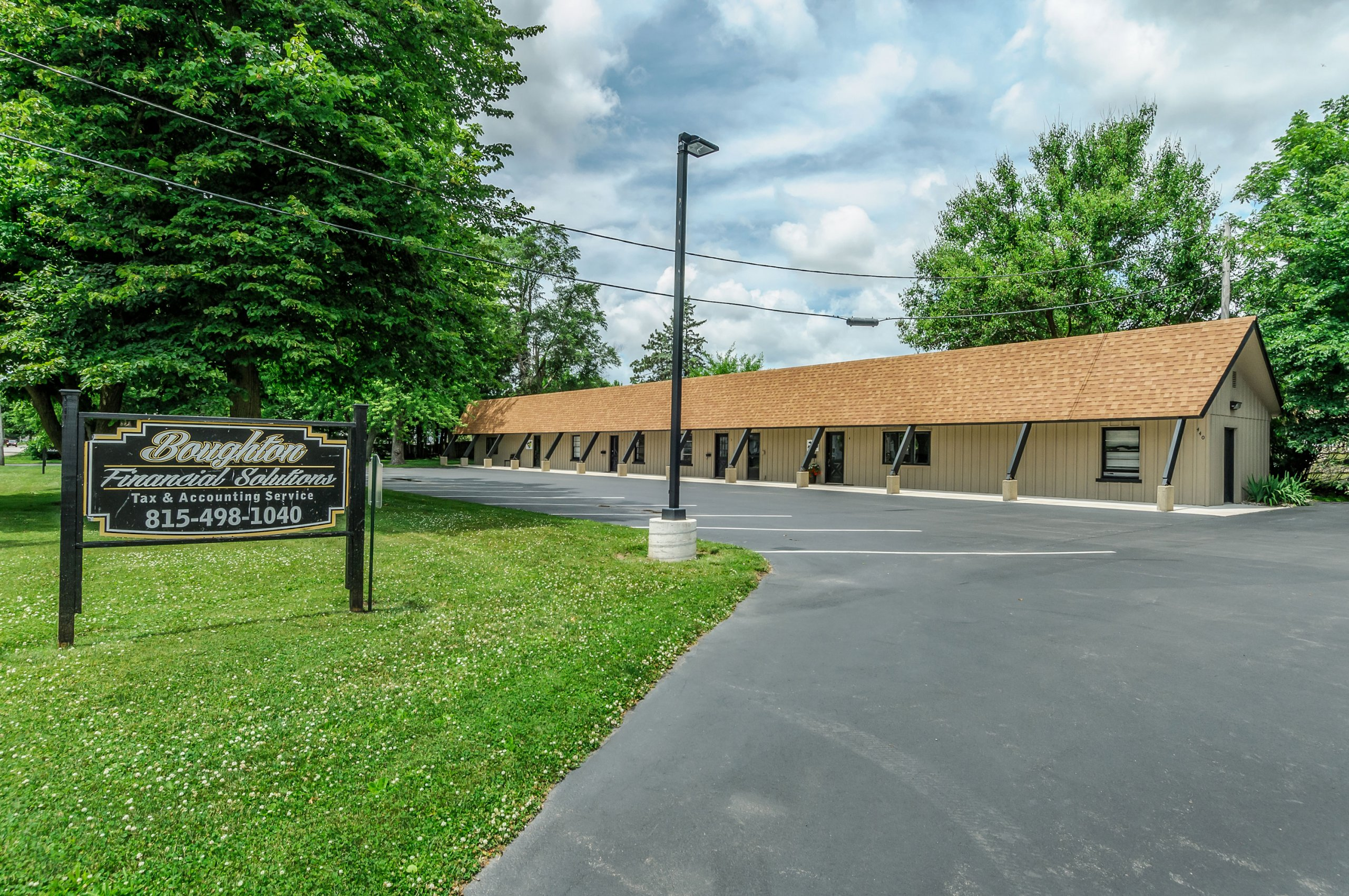 Business strip of office rentals - Somonauk, Illinois.